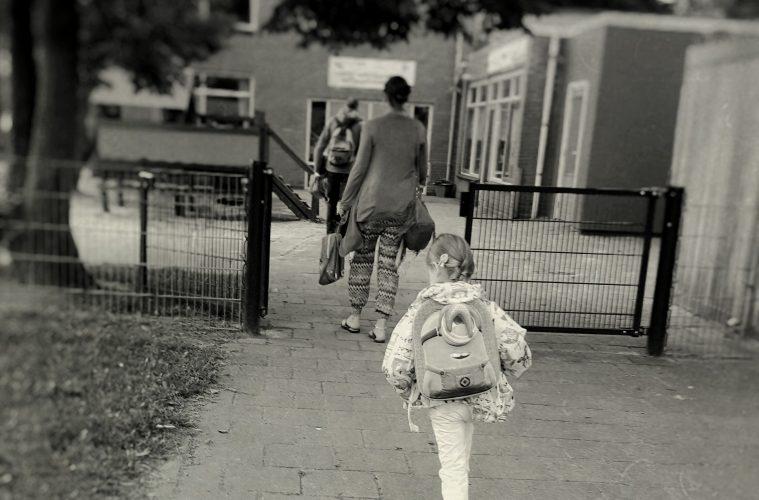 kind naar de basisschool