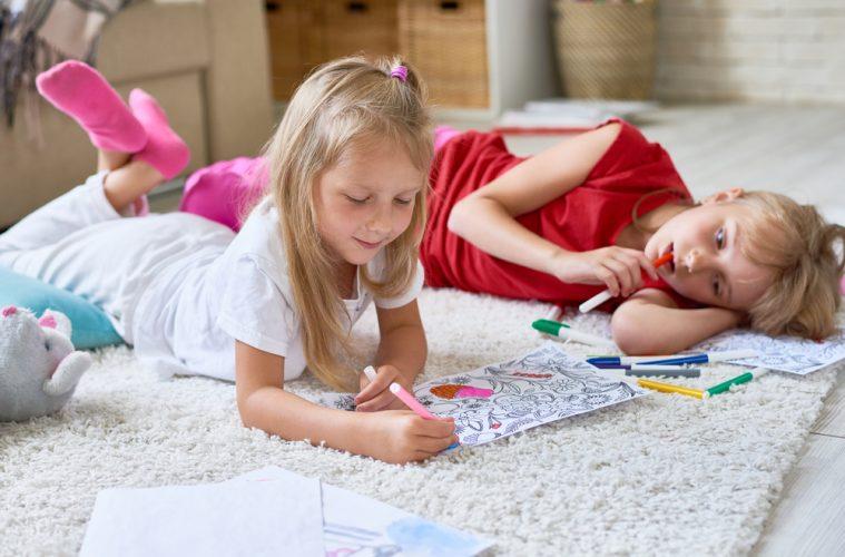 De winterse dagen met kinderen doorkomen: vermaak thuis