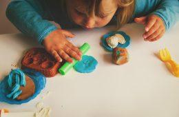 Waarom spelen met klei goed is voor de ontwikkeling