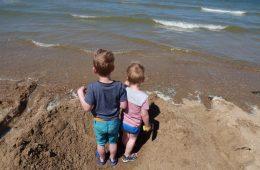 Een dagje aan zee: 5x spelend leren op het strand