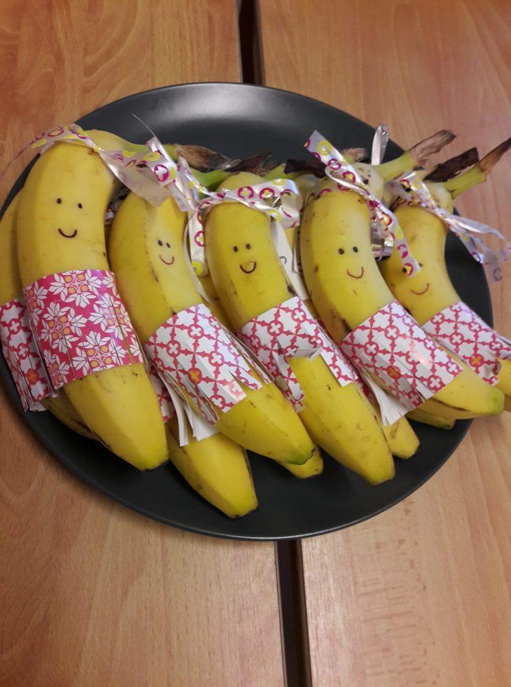 Gezonde traktatie bananen met rokjes
