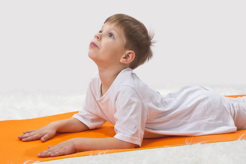 slang yoga met jonge kinderen