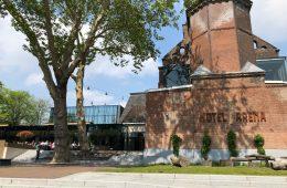Oosterpark met kinderen en Hotel Arena
