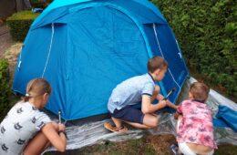 Familiecamping in de achtertuin